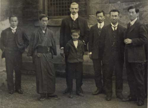 Picture of staff of the Yokohama Offcie of Ed L van Nierop